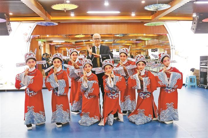 """凤岗小学:幸福课程培育""""有根有未来""""的一代"""